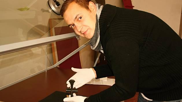 Výstavu připravují archeologové Filip Krásný (na snímku) a Adam Kout.