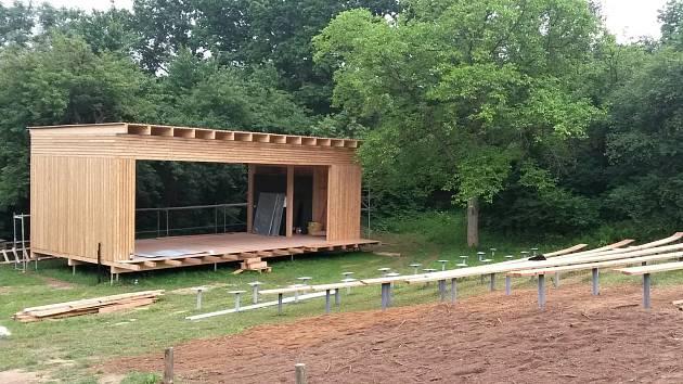 Letní amfiteátr na Michalovické putně bude v létě také patřit letnímu kinu.