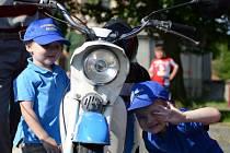 Spanilá jízda historických vozidel v Bezně