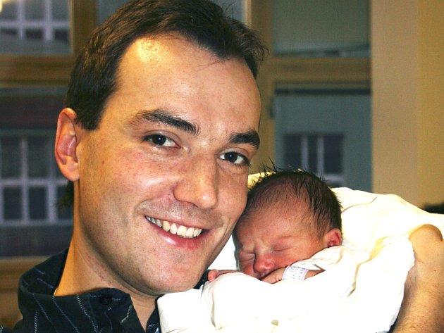 Zpěvák z mladoboleslavské kapely Seven Filip Šubr se stal tatínkem. Má dceru Karolínku.