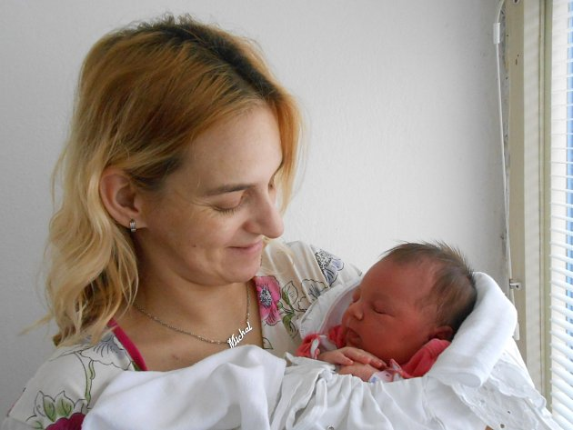 Kristýna Černická se narodila 8. ledna, vážila 3,6 kg a měřila 50 cm. Maminka Lada a tatínek Michal si ji odvezou domů do Mnichova hradiště, kde už se na ni těší sestřička Adélka.