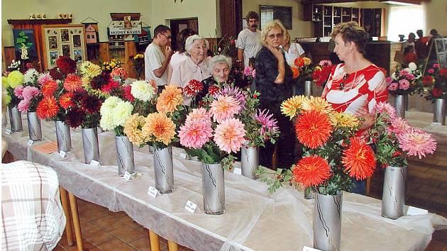 Výstava květin a zeleniny se koná v Přepeřích.