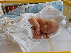 MATYÁŠ Suchý se narodil 28. července. Vážil 2,87 kilogramů a měřil 48 centimetrů. Maminka Petra a tatínek Honza si ho odvezou domů do Horních Stator, kde už se na něj těší sestřička Natálka.