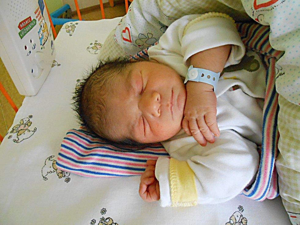 Jakub Mika přišel na svět 22. září s mírami 3,125 kg a 48 cm. S maminkou Michaelou a tatínkem Romanem bude bydlet v Mnichově Hradišti.
