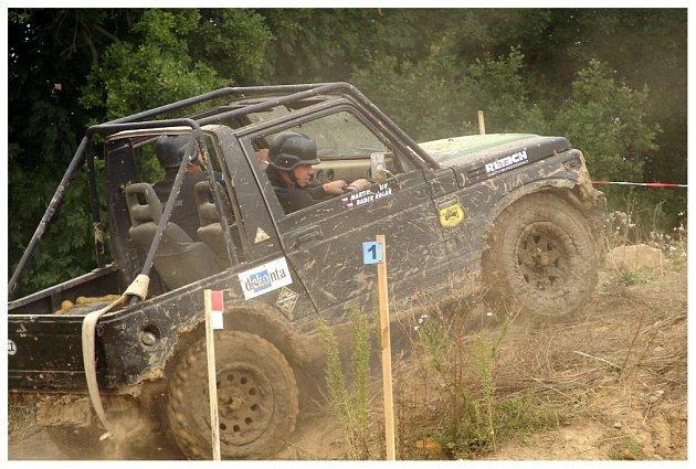 Závody terénních vozů v Loukově