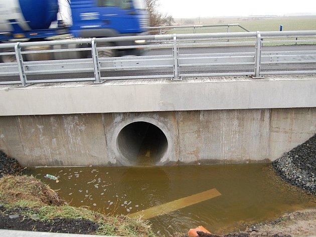 Opravený mostek - Bratronice.