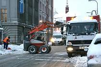 Pondělní úklid sněhu v centru Mladé Boleslavi.