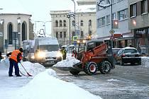 Úklid sněhu v centru Mladé Boleslavi - ilustrační foto