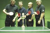 Vítězný tým okresního přeboru stolních tenistů Mladoboleslavska: (odleva) Niedermertl, Kouřil, Sedláček st. a Hendrych.