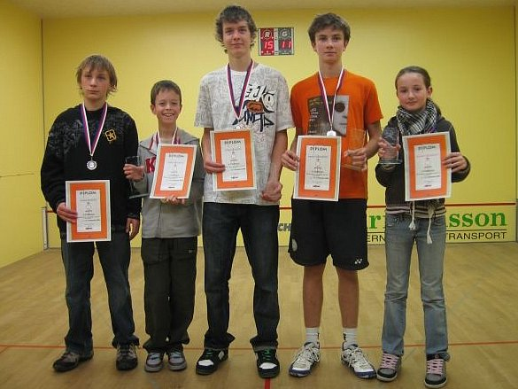 Výprava hráčů Galatea Kosmonosy: (odleva) Suk, Matěj Kulka, Filip Kulka, Pluhař, Pluhařová.