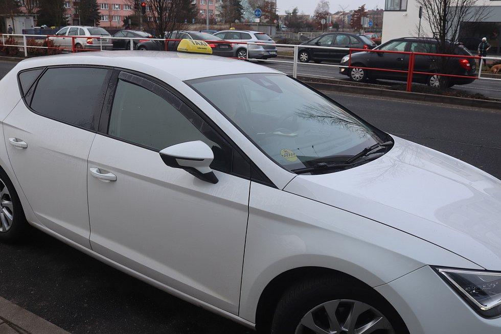 Řidiči taxislužeb na Mladoboleslavsku nepotkali po uzavření okresů žádnou policejní kontrolu.