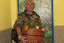 Tomáš Krejčík s desetikilovým košem hub
