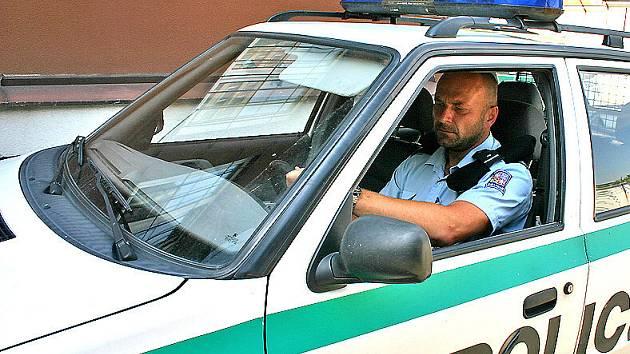 Zatímco zločinci mají sportovní auta, policisté mají kromě fabií i felicii. I takový nepoměr je ještě stále k vidění v Boleslavi.