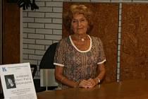 Staronová šatnářka v boleslavské knihovně.