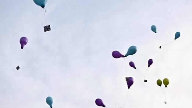 Balónky se vznesly a zamířily na severovýchod.