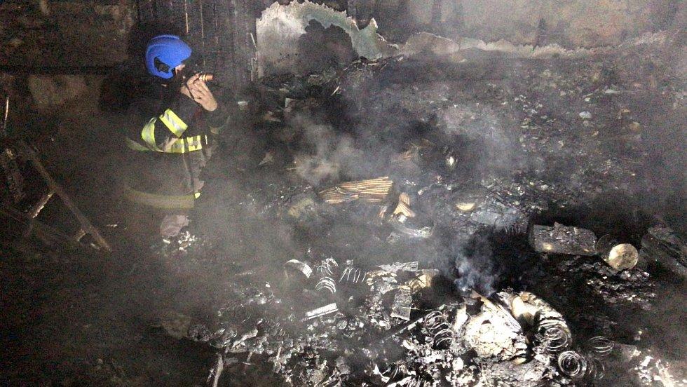 Noční požár chaty ve Staré Boleslavi.