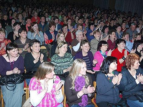 Travesti show v Bezně.