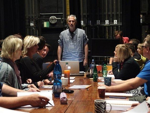 Režisér Petr Veselý během zkoušení Balady pro banditu.