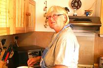 Jana Coufalová připravuje palačinky