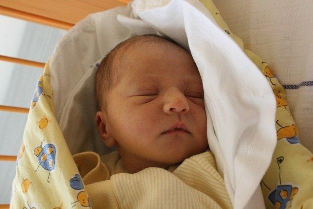 Lucinka Vitmajerová (2,7 kg, 49 cm) poprvé spatřila světlo světa 18. března. Její rodiče Jana a Vladimír a sestra Diana si ji odvezou domů, do Obrubců.