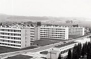 Lidická ulice na snímku z poloviny sedmdesátých let.
