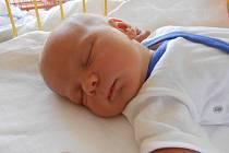 JIŘÍ Sháněl se narodil 15. července s mírami 4,04 kilogramů a 54 centimetrů. S maminkou Vendulou a tatínkem Jiřím bude bydlet v Malé Bělé.