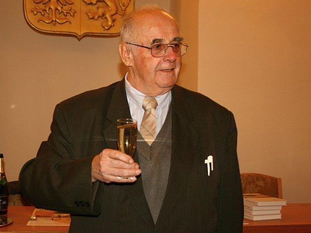 Ve velké zasedací síni staré radnice pokřtil historik Karel Herčík třetí vydání své knihy.