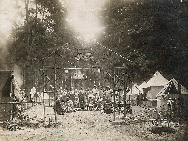 Skautský tábor v Loučeni (1931).