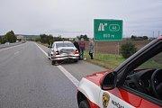 Pořádný frmol zažívali v sobotu vpodvečer mladoboleslavští hasiči. Během hodiny si museli poradit hned se dvěma většími dopravními nehodami, k nimž ještě přibyl menší požár.
