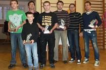 Fotbalisté roku 2011 ve svých kategoriích spolu s manažerem klubu FK Dobrovice Davidem Čáslavou a místopředsedou Liborem Graclem
