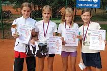 Nejlepší kvarteto starších žákyň tenisového turnaje Masters v Mladé Boleslavi: (odleva) Tereza Váňová, Tereza Ortcykrová, Eliška Ortcykrová, Hana Vaníčková.