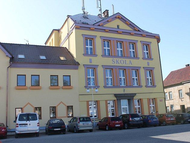 Zrekonstruovaná škola v Dolním Bousově.