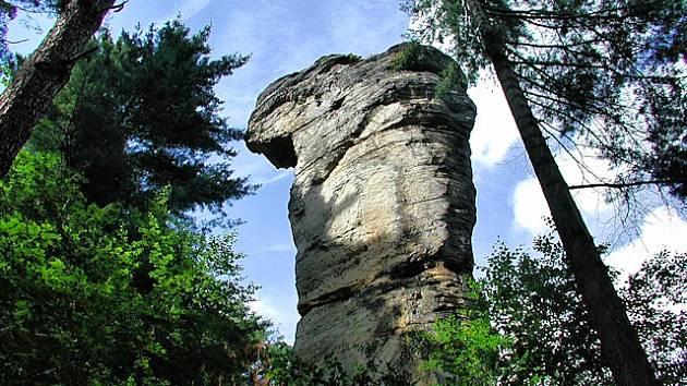 Skála jménem Kobylí hlava v Příhrazských skalách.