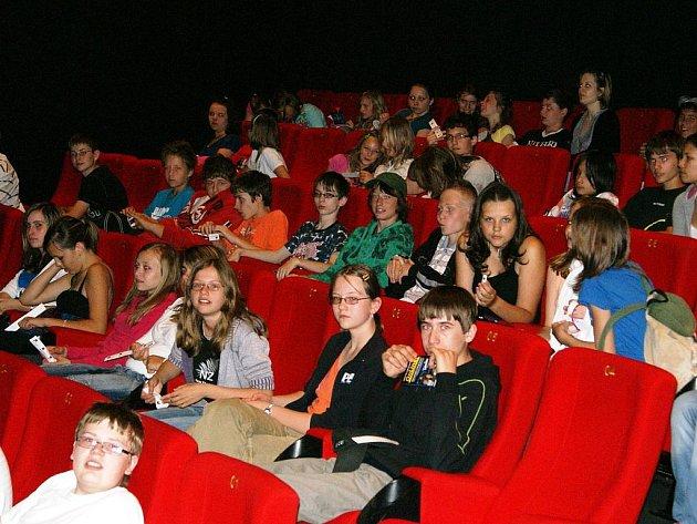 Premiéru čtyř snímků soutěžní přehlídky Natoč film aneb problém drog okolo nás zhlédlo 1100 dětí v průběhu jediného dne.