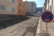 Uzavřená Sirotkova ulice v Mladé Boleslavi.