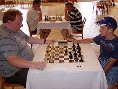 Zkušený Sebastian Plischki (vlevo) si vedl v rapid turnaji lépe než nadějný Vojtěch Plát (vpravo).