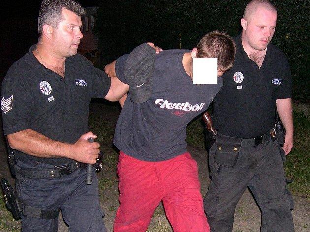 Zadržení utíkajícího muže z Nového parku v Mladé Boleslavi.