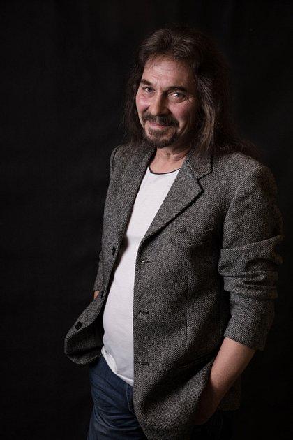 Milan Vipler, kapela Benefit.