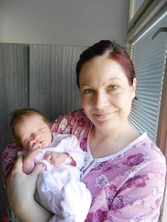 Sára Machová se narodila 14. února mamince Marcele a tatínkovi Petrovi ze Semčic. Vážila 4,21 kg a měřila 48 cm.
