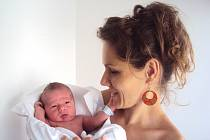 ŠTĚPÁN Míšech se narodil 18. srpna s mírami 3,59 kilogramů a 52 centimetrů. Sestřička Terezka se na něho těší doma v Benátkách nad Jizerou.