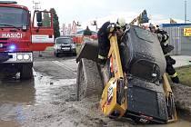 Ze záchrany řidiče malého nakladače v Jažlovicích
