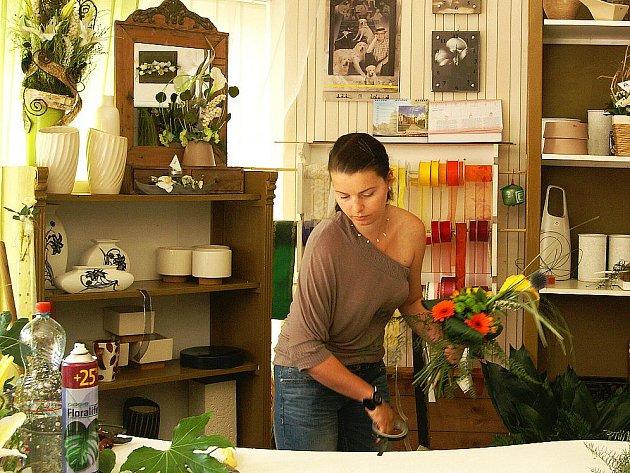 Veronika Zlatušková ve svém království - květinářství.