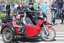 Sraz motorkářů v Mladé Boleslavi před jarní vyjížďkou.