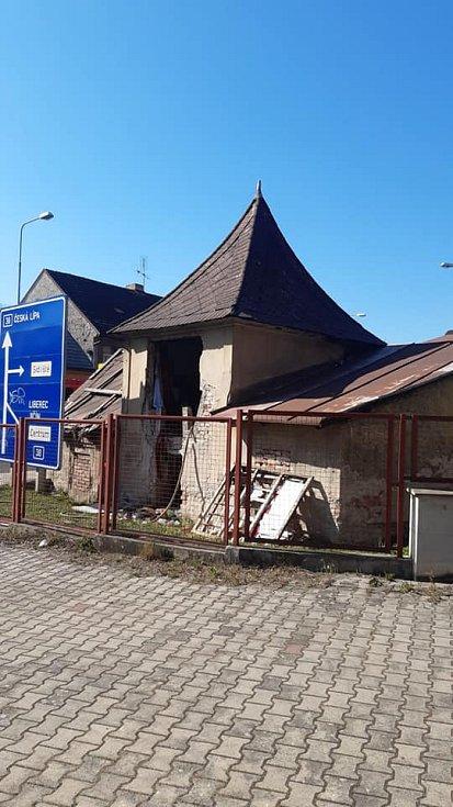 Z požáru objektu bývalé katovny na Ptácké ulici 22. dubna 2020.