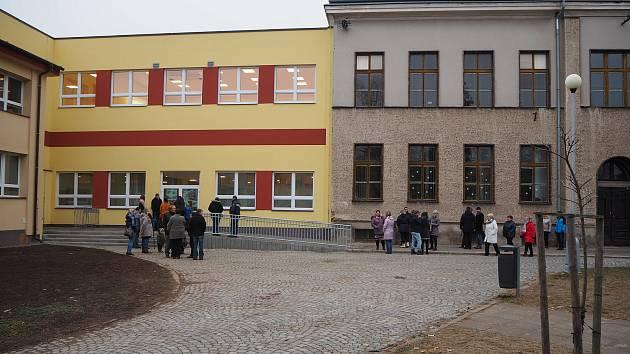 Základní škola v Bakově nad Jizerou.