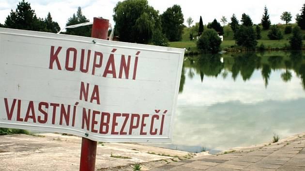Areál koupaliště v Bakově nad Jizerou. Vznikne tam in–line dráha a oprav se dočkají i vstupy do vody.
