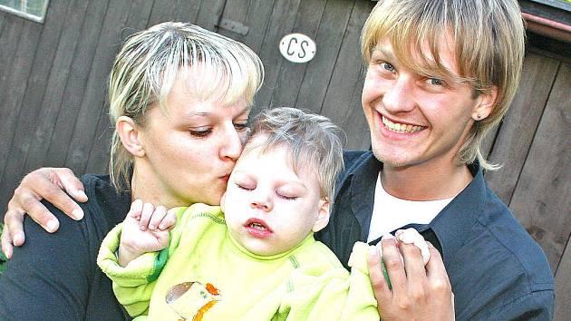 Petr Pik (vpravo) dnes musí vyhrát, aby získal asistenta pro nemocného synovce Danečka. Palce mu bude držet i Danova maminka Mariana Šelemberková.