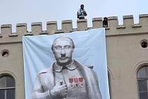 Na boleslavských kasárnách visí Vladimír Putin