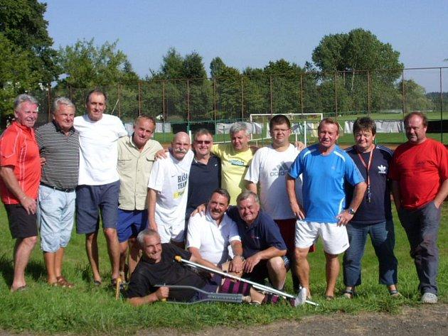 Účastníci tenisového turnaje čtyřher v Osečné