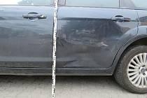 Deset tisíc korun. Škodu v této výši způsobil neznámý řidič na jedovnickém Havlíčkově náměstí. Poškodil tam zaparkované auto značky Ford Focus.